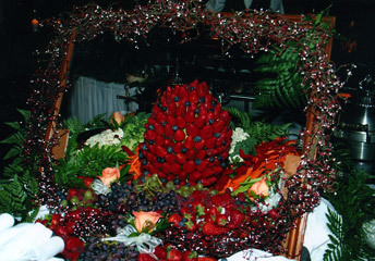 [Image: What a fabulous display for a giant fruit and vegetable table! ]